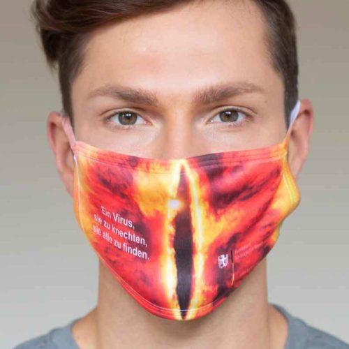 """Mund-Nasen-Schutz """"Ein Virus, sie zu knechten, sie alle zu finden"""" (Foto: Barbara Frommann)"""