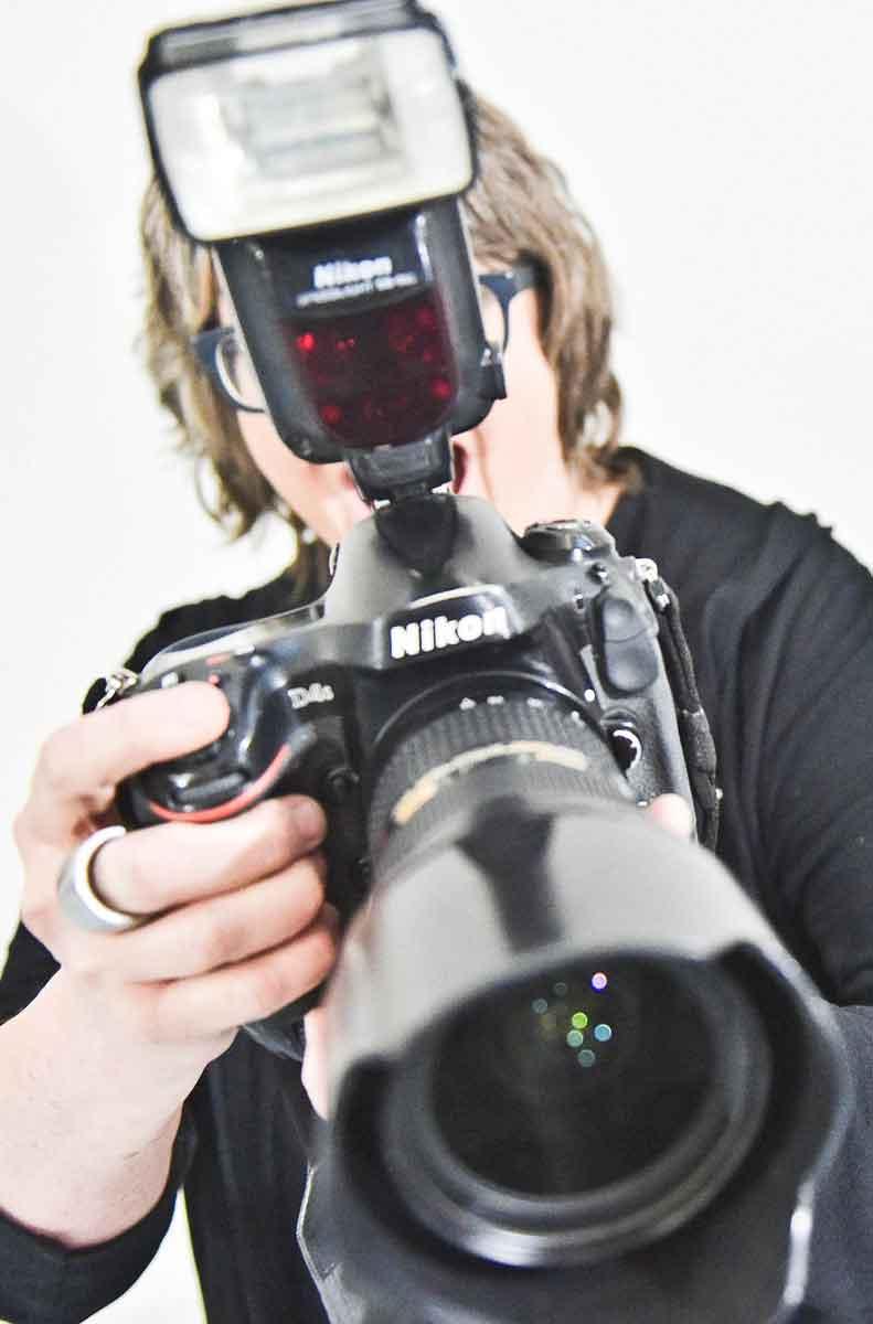 Barbara Frommann fotographiert mit einer Nikon.