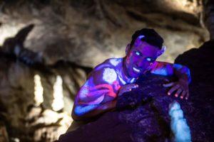 Modelshooting mit Model Sebastian Kempin als Dämon in der Dechenhöhle (Foto: Barbara Frommann)